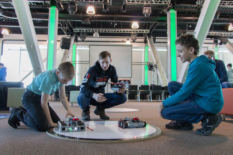 Проблемы робототехники решали в СУНЦ НГУ